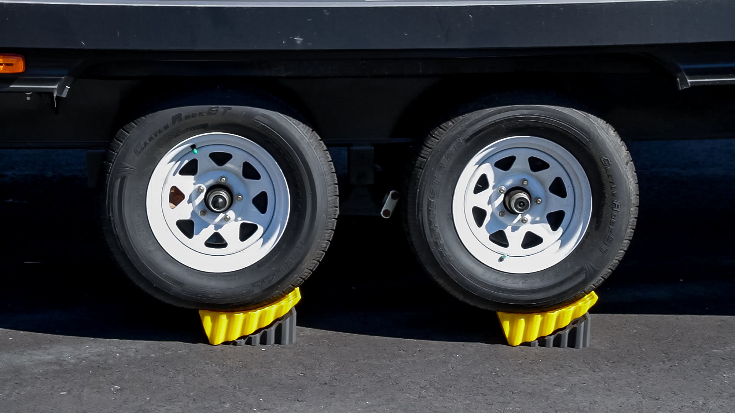 Camco RV Curved Leveler with Chock - 2 Pack - Easy Drive-on Leveler Adds Up to 4'' in Height (44425) by Camco (Image #6)