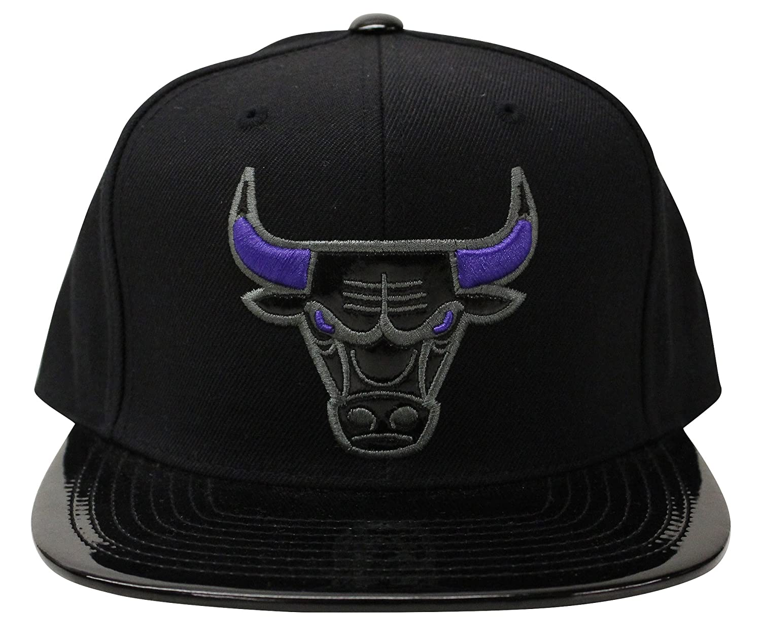 7a447aabf88 80% Acrylic 20% Wool blend - High-structured crown - Flat brim. High  quality embroidered logo of your favorite team on front