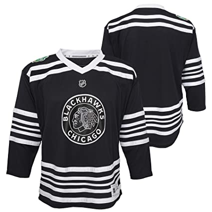 Amazon.com   Reebok Chicago Blackhawks Youth 2019 Winter Classic ... ae7eb1fc8