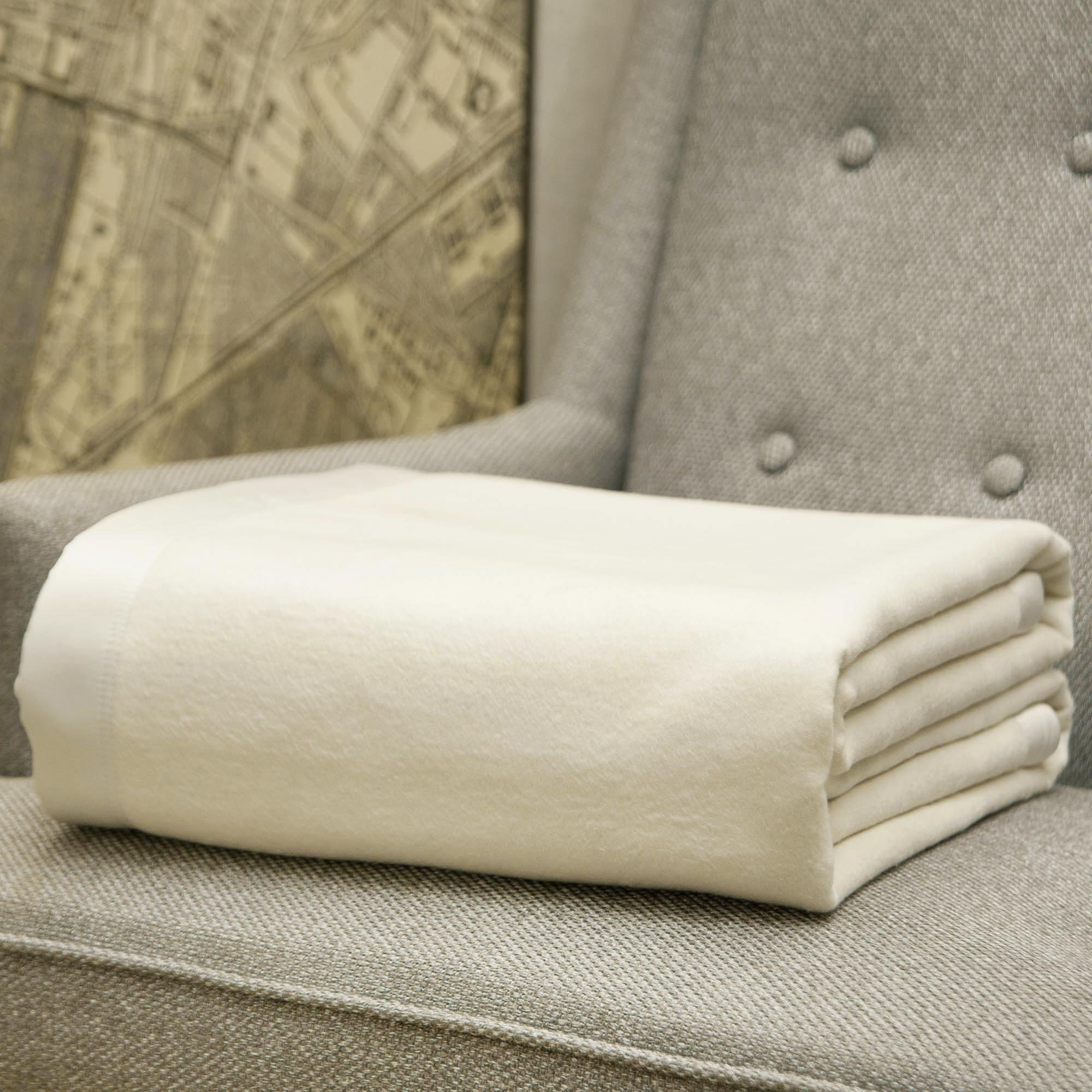 CUDDLE DREAMS Silk Blanket for All Seasons, Premium Long-Strand Mulberry Silk, Naturally Soft (Cream, Full/ Queen 90'' × 90'')