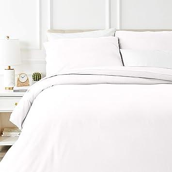 Amazon Basics Parure de lit avec housse de couette en flanelle 260 x 240 cm/65 x 65 cm x 2, Blanc