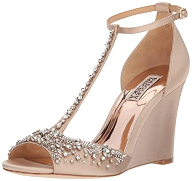 a36ff2a1581 Amazon.com  Badgley Mischka Women s Sarah Wedge Sandal  Shoes