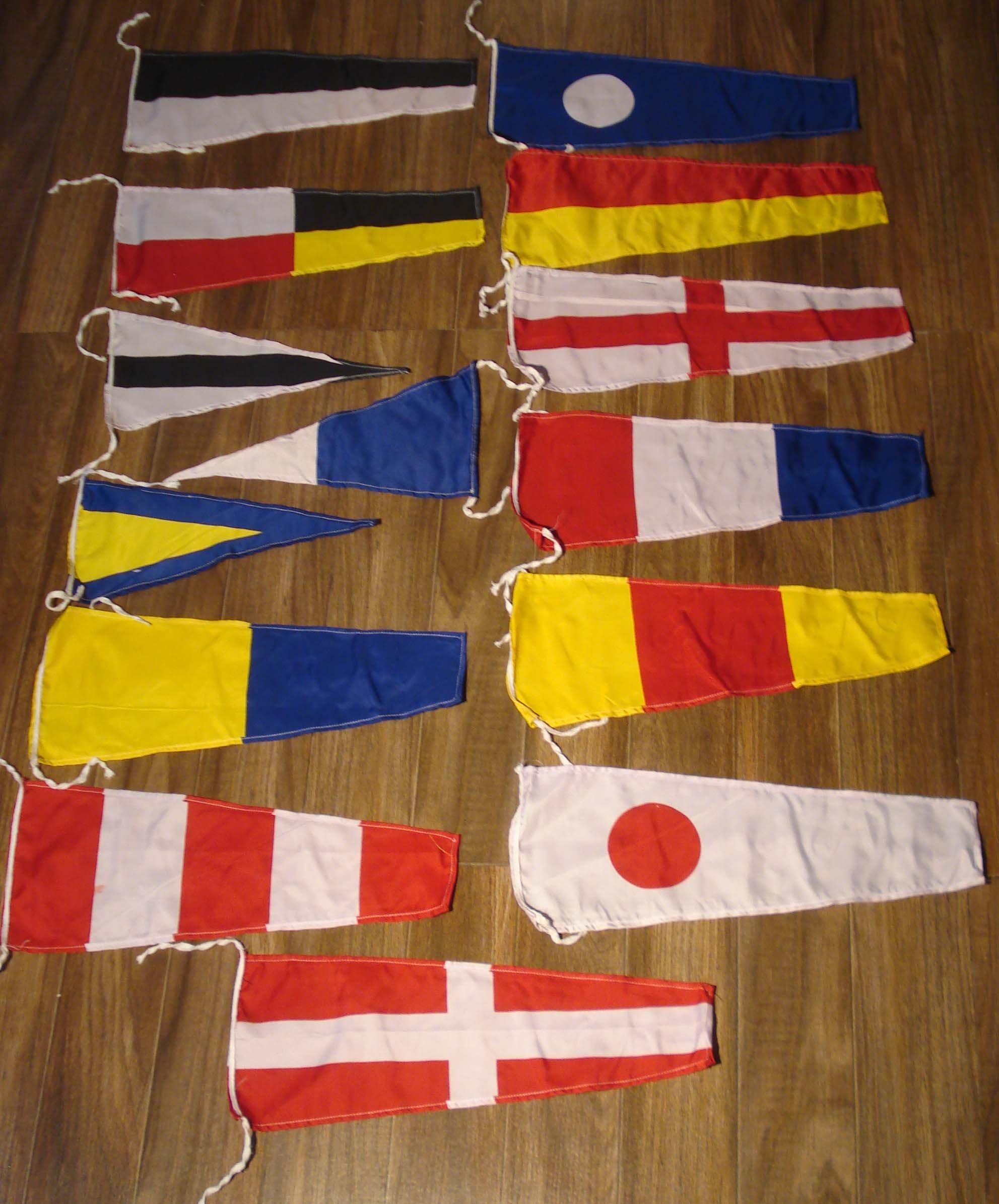 Marine Maritime Signal Flags/Flag Set - Set of 40 Flag with CASE Cover - Nautical/Maritime Boat/Ship / Vessel/Nautical Décor (5100)