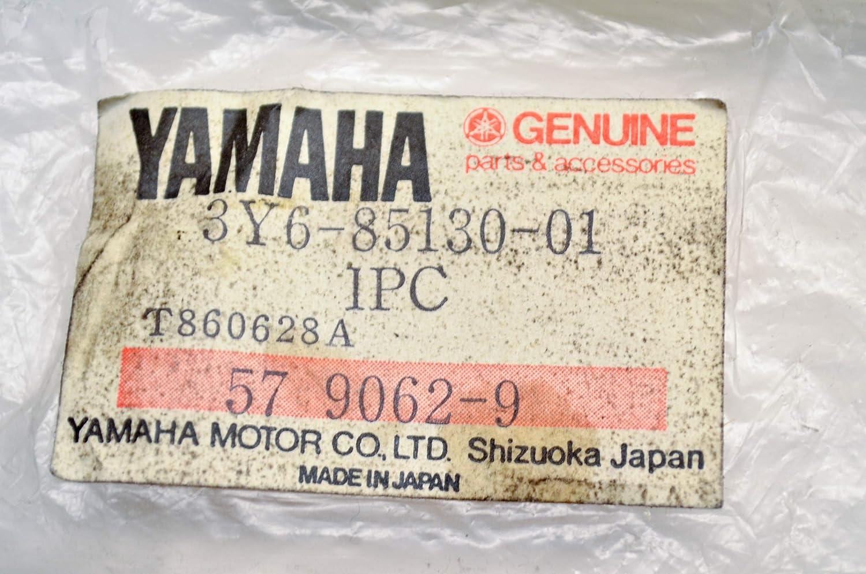 Yamaha 256-85111-00-00 Reflector Front 1; New # 2EK-85111-00-00 Made by Yamaha