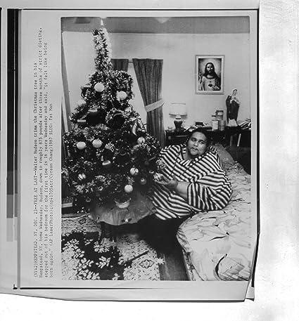The Christmas Tree 1991.Fat Man On Diet Christmas Tree 1991 Original 6x8 Wire Photo