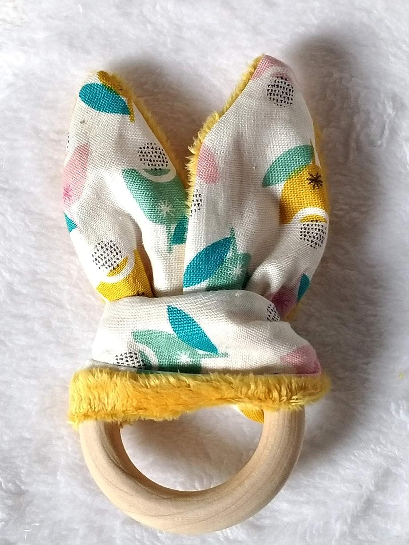 Hochet oreilles de lapin en tissu créateur liberty et minky jaune à pois
