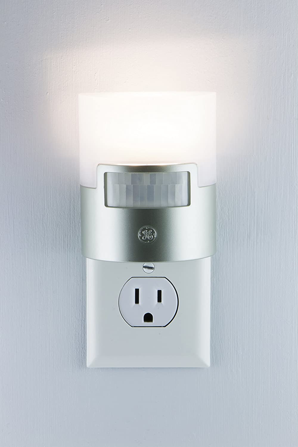 GE Ultra Brite Motion-Activated LED Energy-efficient Soft-white Night Light