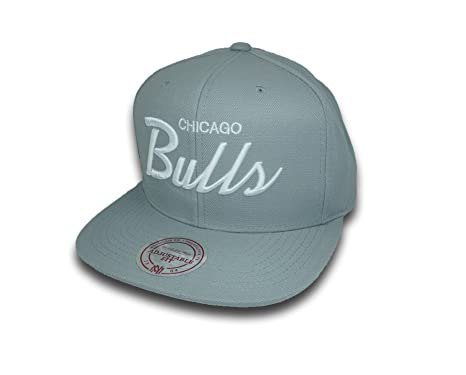 b8cf6e0c4b5 Image Unavailable. Image not available for. Color  Mitchell   Ness Chicago  Bulls Script Snapback Hat (Grey)