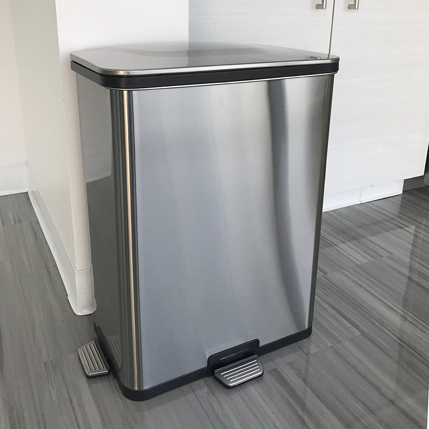 Amazon.com: iTouchless AutoStep PRO Automatic Step Trash Can with ...