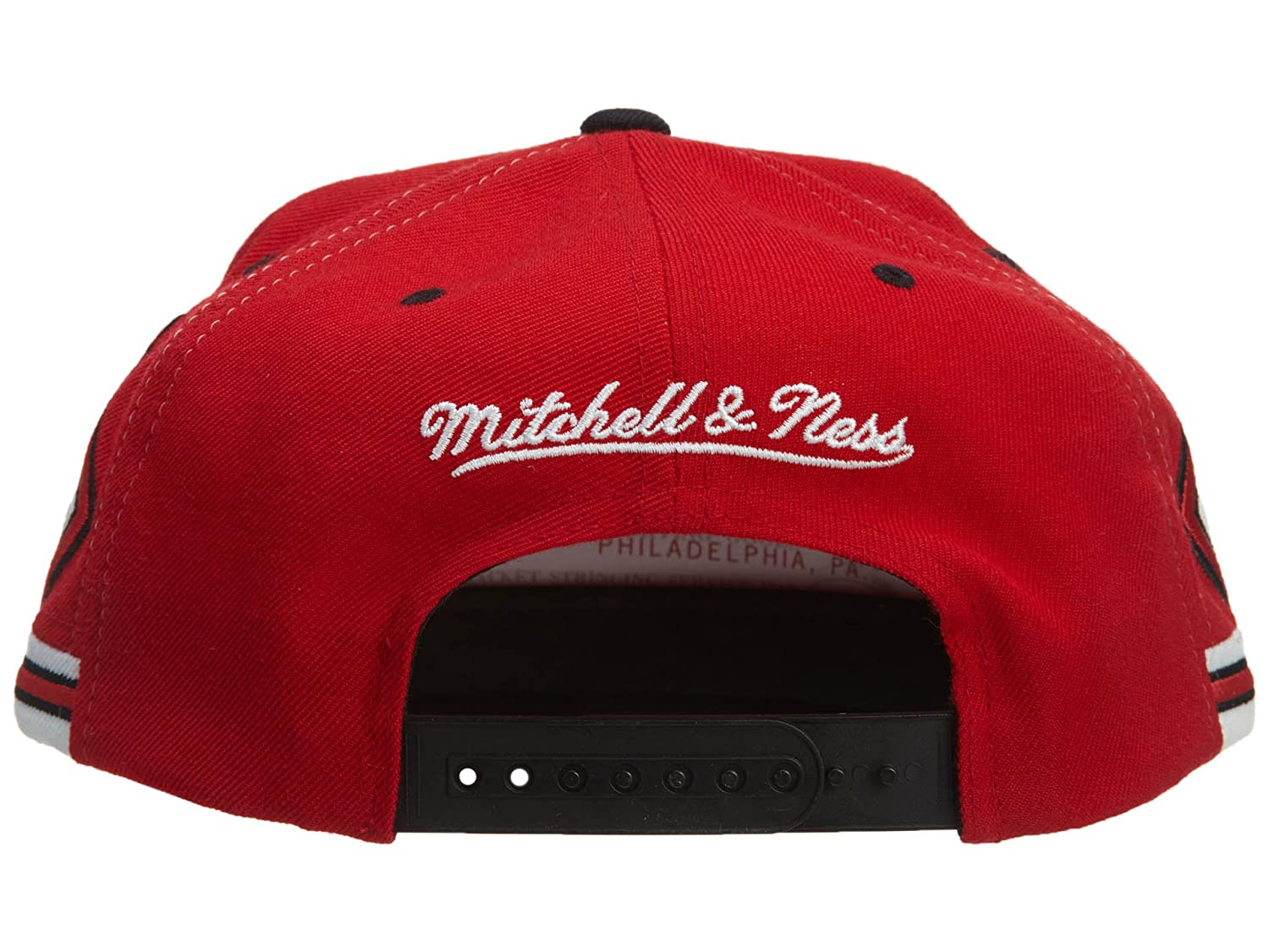 save off 344d6 63b07 Amazon.com   Mitchell And Ness Chicago Bulls Nba Snapback Cap Red Osfa    Sports   Outdoors