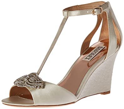 42a7d5bda00 Amazon.com: Badgley Mischka Women's Nedra Wedge Sandal: Shoes