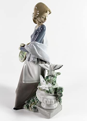 Lladro In the Garden Collectible Figurine 15416 Retired Glazed Finish