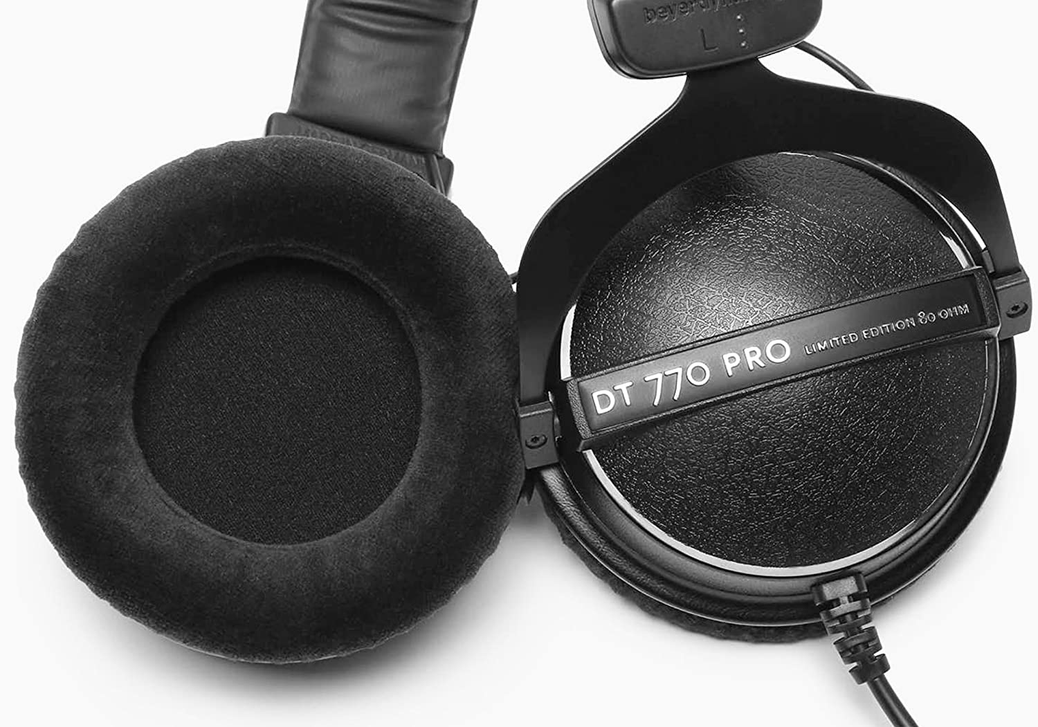 Enclosed Design beyerdynamic DT 770 PRO 32 Ohm Over-Ear Studio Headphones in Black Wired for Professional Sound in The Studio and on Mobile Devices Such as Tablets and Smartphones
