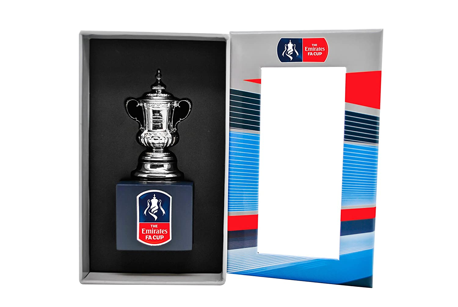 The FA Cup Pokal Trophy Replica in 3D 70 mm auf Holzpodest
