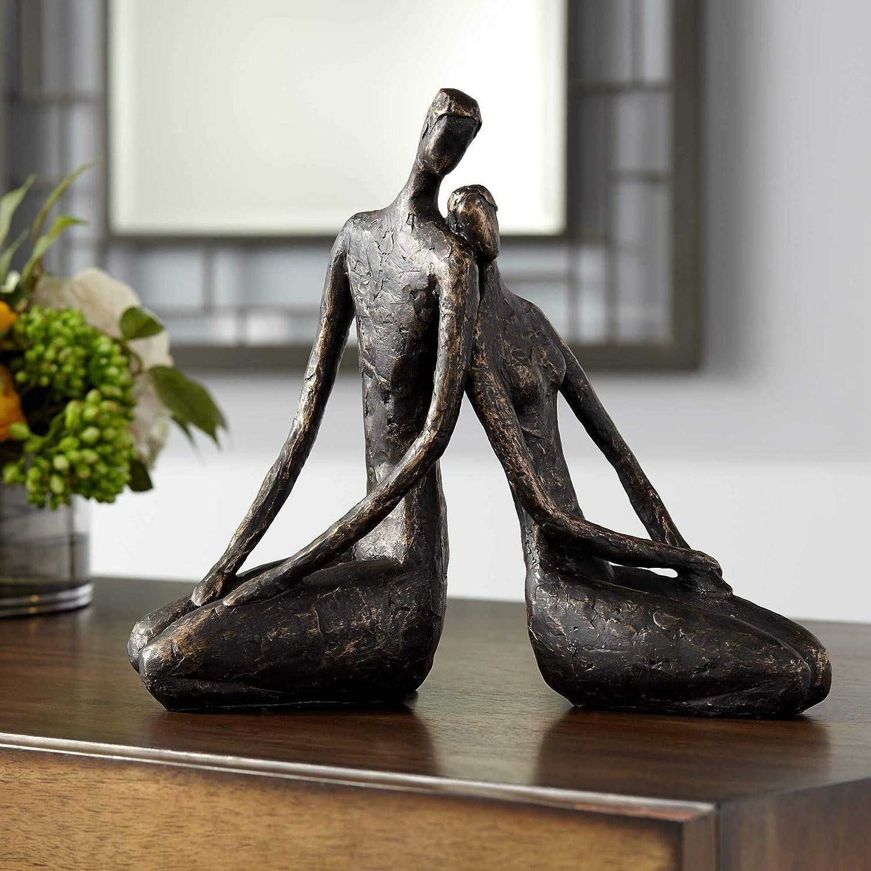 ejemplo de escultura de pareja sentada y reclinada