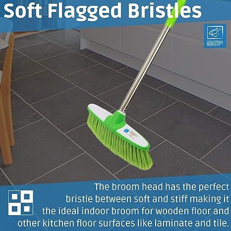 Balai brosse douce d/'int/érieur avec manche en acier inoxydable Le balai d/'int/érieur avec brosse douce parfait pour balayer le sol de la cuisine et votre maison