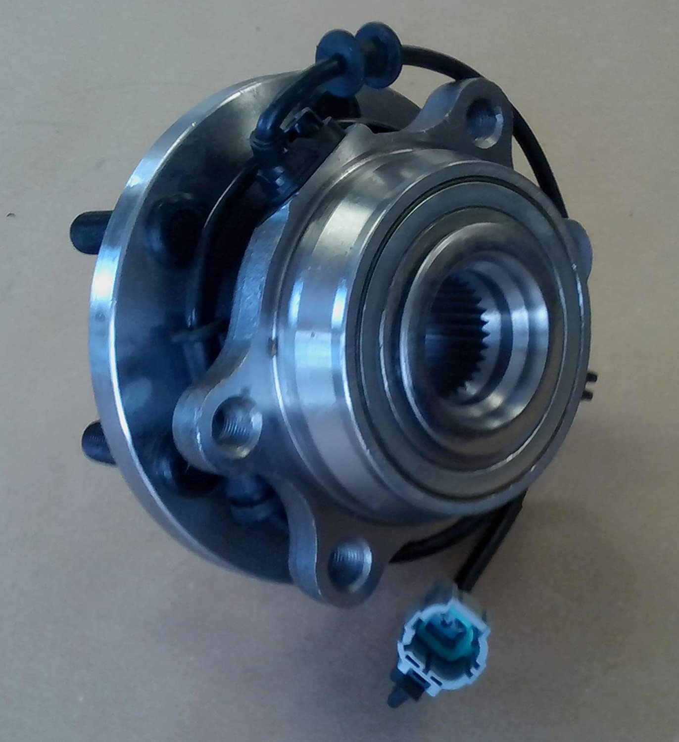 2 5 D40 Front wheel bearing and hub 2005 to 2010: Amazon co