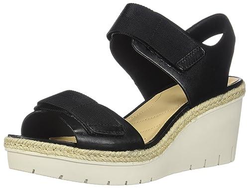 b376a09346c6 Clarks Women s Palm Shine Sandals  Amazon.ca  Shoes   Handbags