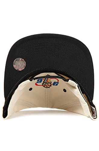 Amazon.com   Chicago Bulls Mitchell   Ness 1996 Champions Hat in Cream    Basketball Shorts   Clothing c8ca0d26e709