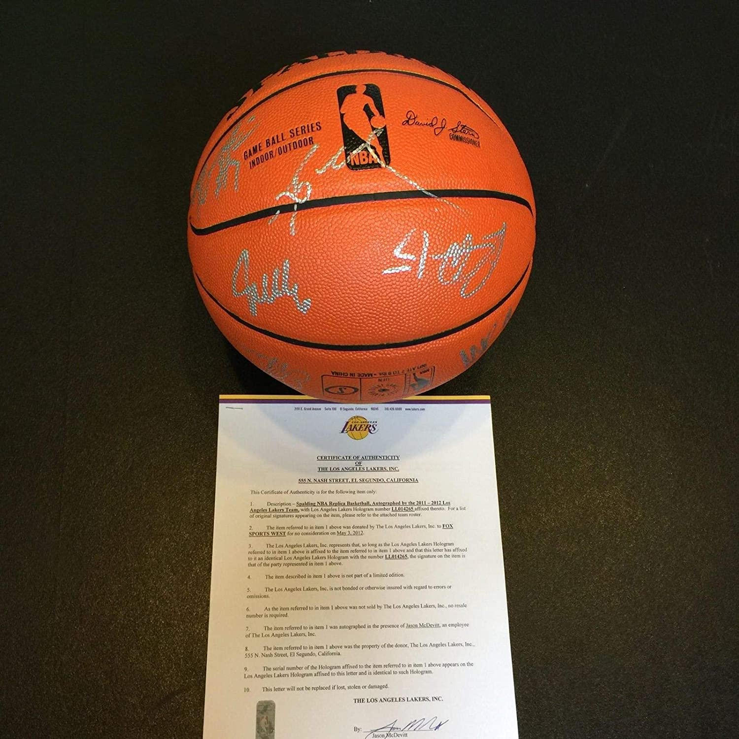 3a64c8293e06 2011-12 Los Angeles Lakers Team Signed Basketball Kobe Bryant With Lakers  COA at Amazon s Sports Collectibles Store