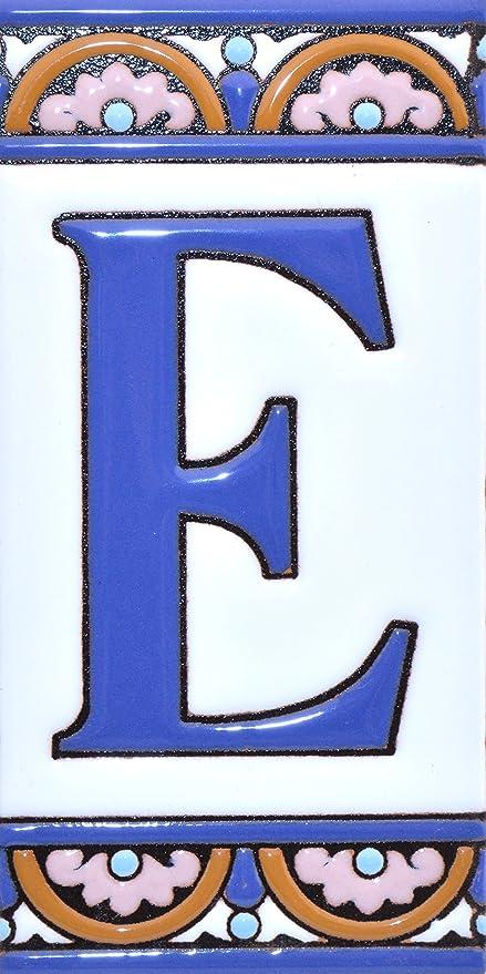 """Imagen deLetreros con numeros y letras en azulejo de ceramica policromada, pintados a mano en técnica cuerda seca para placas con nombres, direcciones y señaléctica. Texto personalizable. Diseño ARCO GRANDE 14,9 cm x 7,4 cm. (LETRA """"E"""")"""