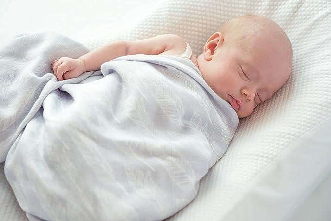 Juego de manta y babero para bebé hecho de muselina de bambú orgánico suave (2 x 2). Tamaño extragrande (120 x 120 cm). De YogaBellies: Amazon.es: Bebé