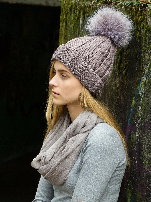 68be257aa7460 CASPAR MU165 Bonnet en tricot doublé pour femme - bonnet avec torsades,  paillettes et gros pompon XL en fausse fourrure