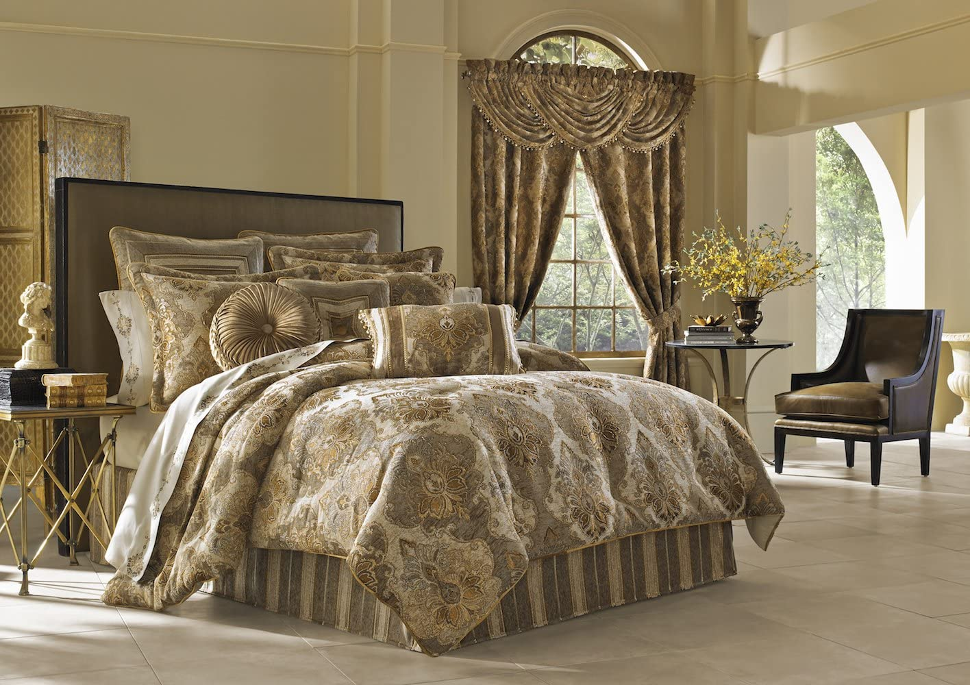 Amazon.com: JQUEEN Bradshaw Queen Comforter Set: Home & Kitchen