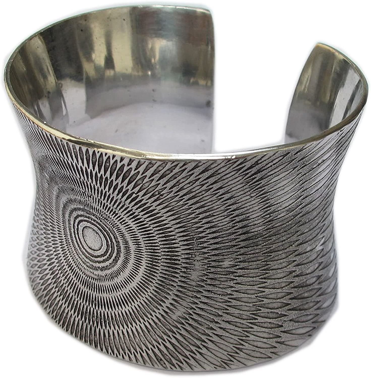 BEAUTIFUL SILVER TONE BRACELET SIZE HEIGHT 2.01 DIAMETER 2.50 OPEN END ThaiJewelry COOOL!