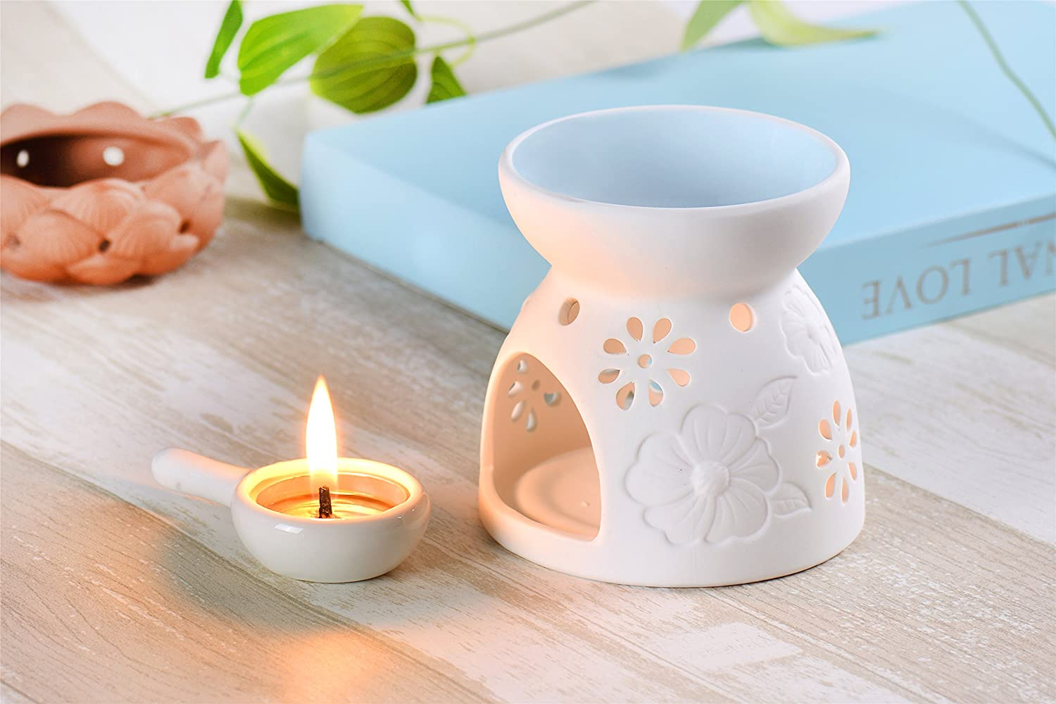 An essential oil burner is a great gift for your parents at Christmas