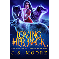 Loving Her Pack: Reverse Harem Fantasy, Book 2 (The Wolves of Avalon) (English Edition)