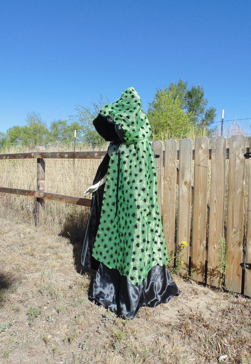 Amazing unisex onesize black and green Hooded cape!