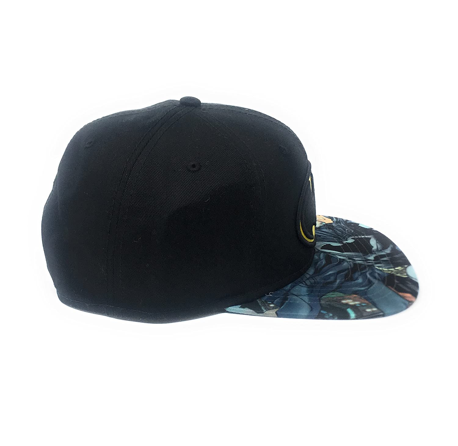 e278d0b5a61c0 Amazon.com  Bioworld Men s Batman Carbon Fiber Snapback Hat O S  Black Yellow  Clothing
