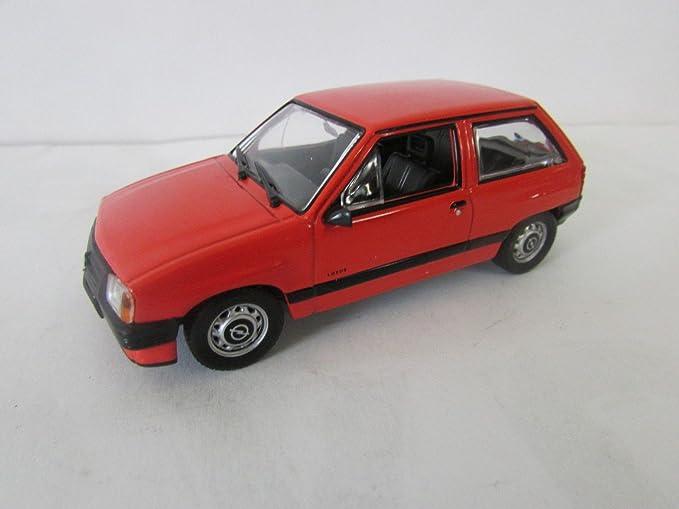 Opel Corsa (2-drzwiowa) voiture de collection à léchelle 1:43 rouge -réf 190**: Amazon.es: Juguetes y juegos