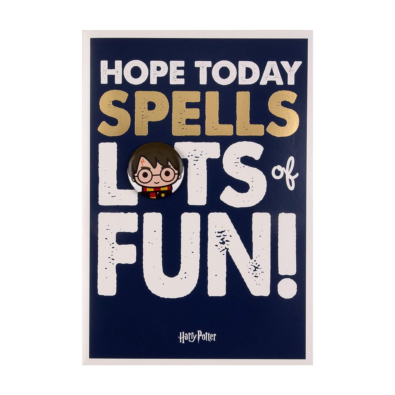 Tarjeta de cumpleaños para niños de Hallmark con insignia de ...