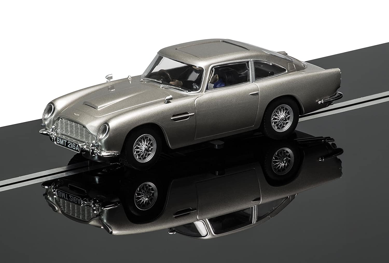 Scalextric 1:32 Scale James Bond Aston Martin DB5 Goldfinger Slot Car:  Amazon.co.uk: Toys U0026 Games