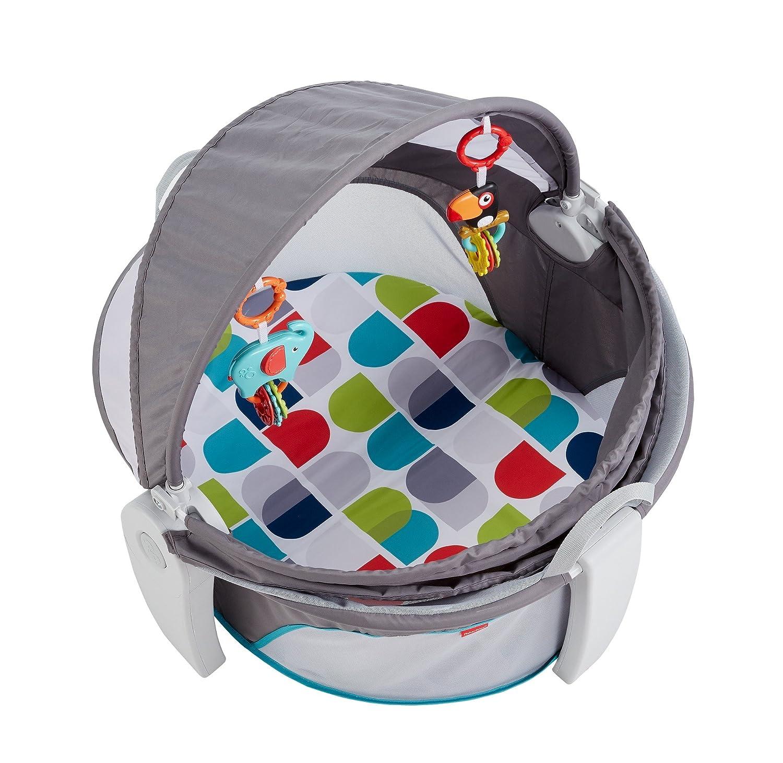 Fisher-Price FWX16 Reise-Babykorb faltbarer Korb mit Sonnen- und Insektenschutz inkl. 2 Spielzeugen Babyerstausstattung, ab 0 Monaten Mattel GmbH
