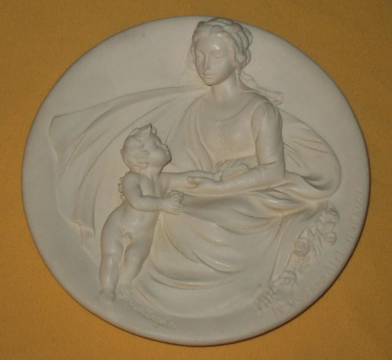 Amazon Com Bradford Exchange The From The Madonne Viventi Living Madonnas Collection Madonna Tenera By Alberto Santangela And Issued In Ivory Alabaster Limited Edition Decorative Plate Home Kitchen