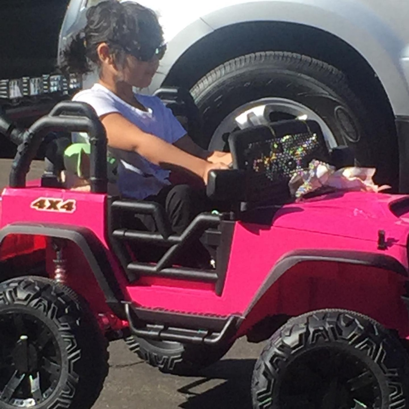 12V Powerful Ride On Truck Jeep Wrangler for Kids photo review