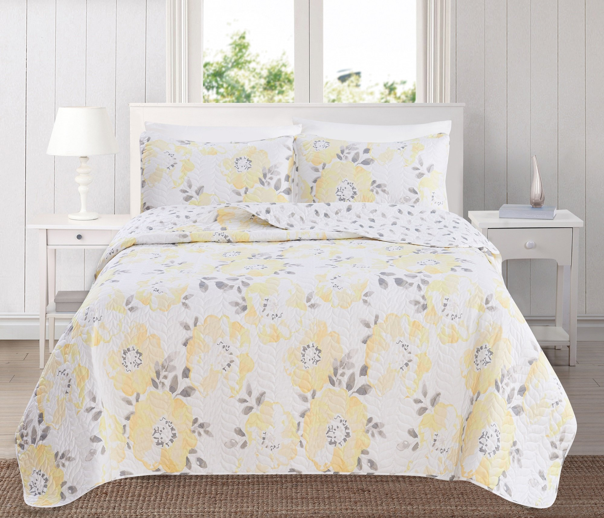 Great Bay Home 3-Piece Reversible Quilt Set with Shams. All-Season Bedspread with Floral Printed Pattern in Bright Colors. Helene Collection By Brand. (Full/Queen, Yellow)