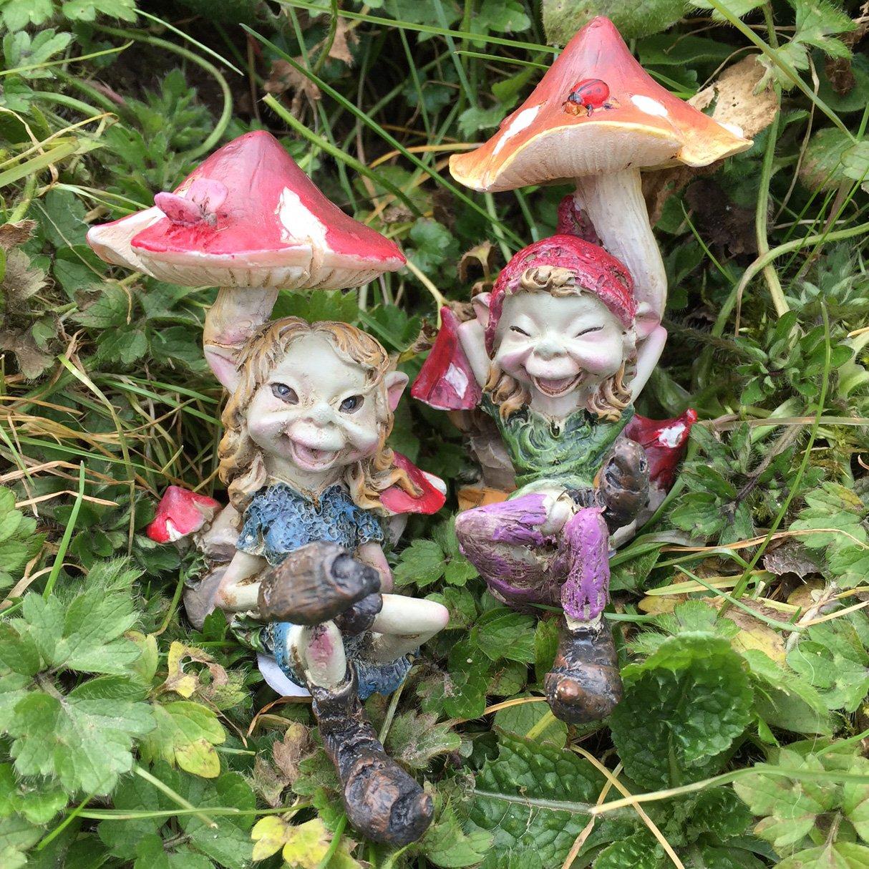 Pixie paio SAT sotto funghi; magico da giardino di alta qualità Decor Figurines elfo fate e bambini, Set di 2. Fiesta Studios