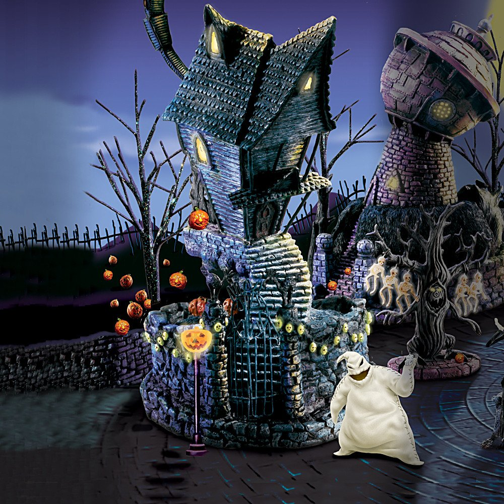 Amazon.com: Tim Burton\'s The Nightmare Before Christmas Village Town ...