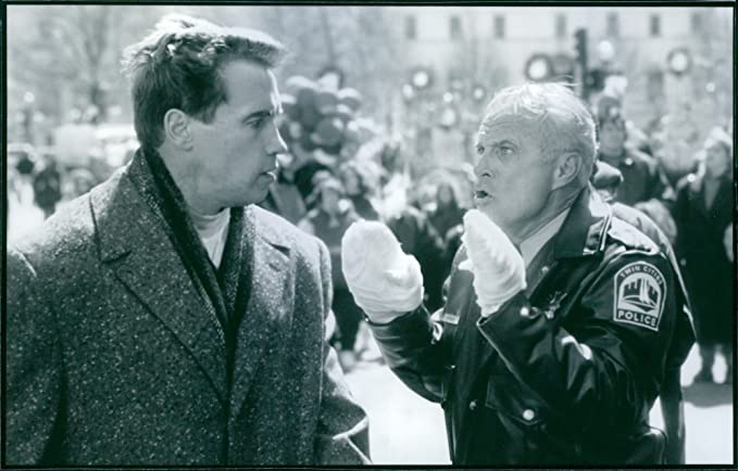 Amazon.com: Vintage photo of Arnold Schwarzenegger and Robert Conrad star in Jingle All the Way.: Entertainment Collectibles