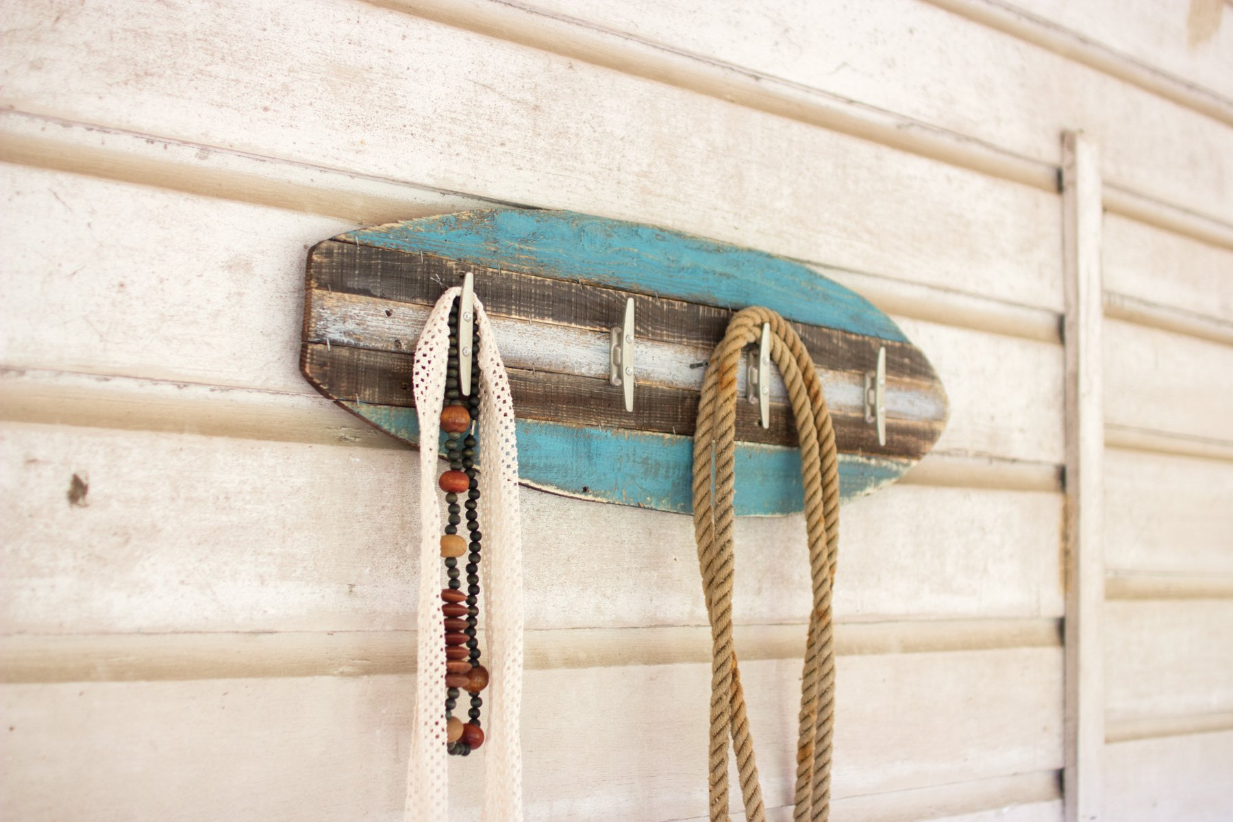 GwG Outlet Wooden Surfboard Coat Rack with Cleat Hangers CGU2178