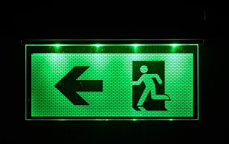 Notleuchte Notbeleuchtung Exit Notausgang Fluchtwegleuchte Notlicht Fluchtweg Pfeil nach Links// Rechts