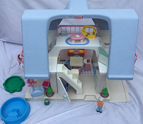 Amazon Com Vintage Little Tikes Dollhouse With Blue Roof Toys Games