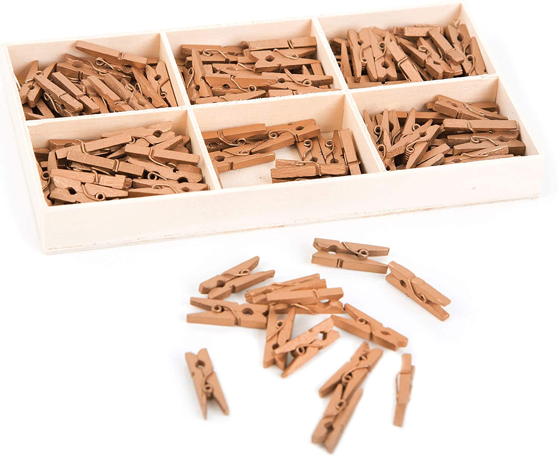 2,5 cm Mini pinces /à linge en bois avec bo/îte Lot de 135 mini pinces /à linge en bois naturel dor/é etc. Pour d/écoration D/écoration de photo Pour cadeaux