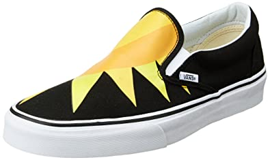 6b3377b0f7e Vans Unisex Classic Slip-On Loafers and Moccasins  Buy Online at Low Prices  in India - Amazon.in