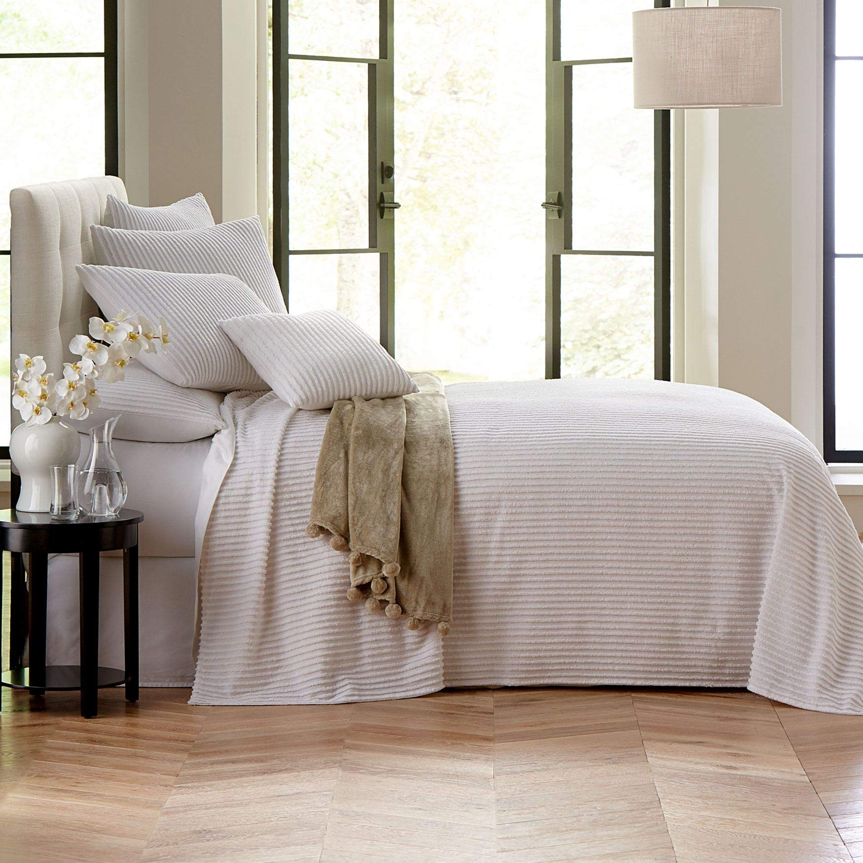 BrylaneHome Chenille Bedspread - White, Queen by BrylaneHome (Image #1)