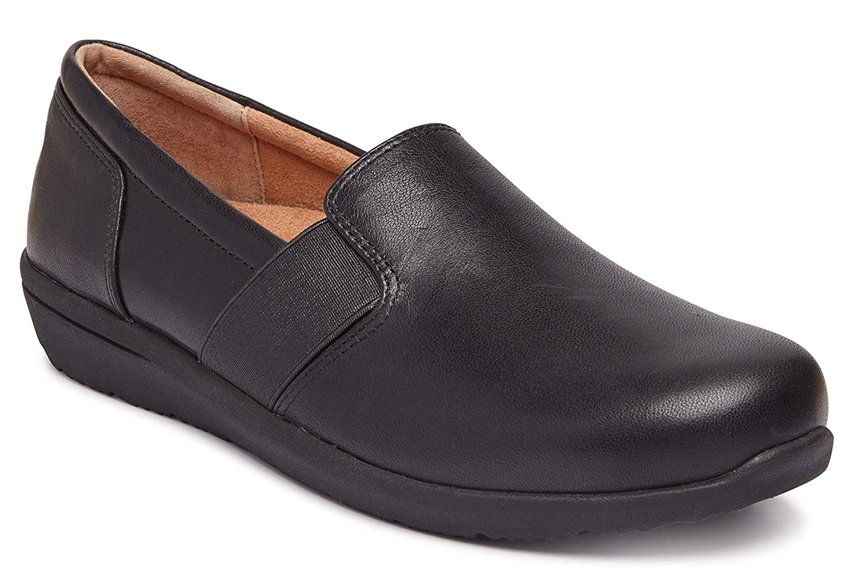962e394386bea Amazon.com   Vionic Women's Magnolia Gianna Leather Slip On Flats ...
